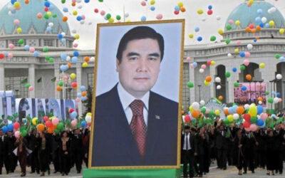 Au Turkménistan, des palais en or dans un pays secret et isolé de la planète