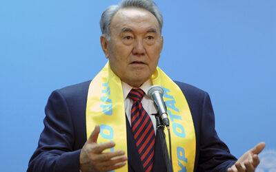 Le président kazakh tance les fonctionnaires achetant des voitures étrangères